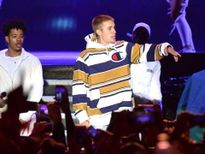 Người hâm mộ nổi điên vì Justin Bieber hát nhép trong V Festival