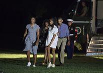 Tổng thống Obama giữ khoảng cách với con gái lớn?