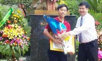 Nhà vô địch Olympia Thanh Chương nhận 'mưa' phần thưởng tại quê nhà