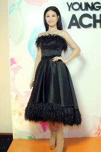 Thời trang sao Việt xấu tuần qua: Diễm My, Đông Nhi cộng chục tuổi vì váy lông vũ