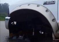 Chiếc bán tải độc đáo danh riêng cho vùng ngập lụt