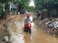 Đường trung tâm đảo Lý Sơn thành... 'mương' chỉ sau một cơn mưa