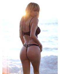3 vòng 'bỏng rẫy' của người mẫu khỏa thân nổi tiếng Mỹ Sara Underwood