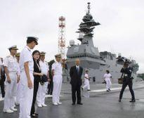 Nữ Bộ trưởng Nhật Bản thăm tàu chiến Mỹ, báo Trung Quốc 'bực bội'