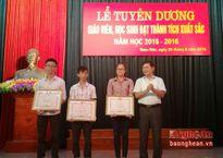 Nam Đàn tuyên dương học sinh, giáo viên xuất sắc