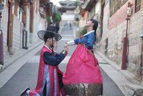 Hot girl Châu Bùi khoe ảnh đi Hàn mặc hanbok cùng bạn trai