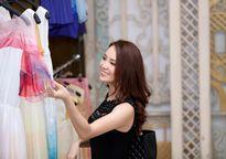 Thụy Vân thử váy làm MC chung kết Hoa hậu Việt Nam 2016