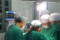 Y, bác sĩ, nhân viên y tế hiến máu cứu cháu bé bị vỡ gan
