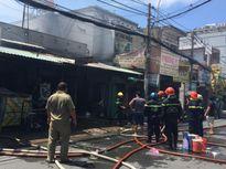 Cháy lớn giữa trưa, cụ bà nhập viện cấp cứu