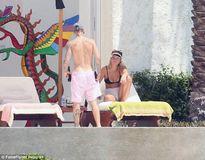 Justin Bieber và tình mới Sofia Richie quấn quýt không rời