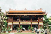 Mùa Vu Lan, viếng ngôi chùa gỗ quý mang phong cách Huế đẹp nhất Sài Gòn