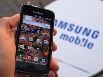Màn hình cong khiến Apple, Samsung không thể bỏ nhau