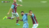 Đánh nguội cầu thủ đối phương, Aguero có nguy cơ bỏ lỡ trận derby thành Manchester