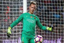 Thủ môn Barca nhận trái đắng sau sai lầm