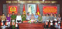 Ban liên lạc Nha CA Trung ương thăm, tặng quà gia đình chính sách CATP Đà Nẵng