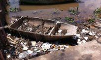 Rác thải 'bức tử' cửa sông Lạch Vạn