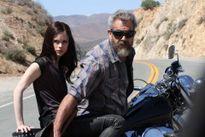 Mel Gibson tái xuất trong vai người cha bạo lực