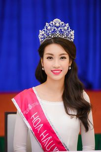 Điểm chuẩn 22, Hoa hậu Mỹ Linh đỗ Đại học Ngoại thương chỉ với 21 điểm?