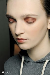 Vì sao người ta trang điểm mắt khói đẹp, còn bạn cứ như thiếu ngủ lâu ngày?