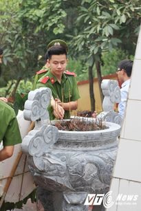 Chiến sĩ trẻ mang hơi ấm đến với trẻ em nghèo Yên Bái đầu năm học mới