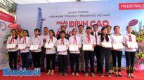 22 học sinh nghèo hiếu học quận Hà Đông được nhận học bổng