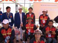 Tiền thưởng nóng cho HCV Paralympic Lê Văn Công bằng của Hoàng Xuân Vinh