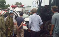 Xe cứu thương va chạm xe cứu hộ khiến 3 người thương vong