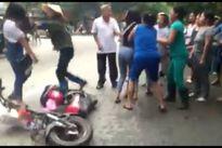 Hải Dương: Nữ sinh truy sát nhau trước cổng trường