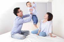 Bố mẹ NÊN làm gì để giúp trẻ tăng sức đề kháng trong thời điểm giao mùa?