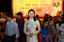 Hoa hậu Thu Ngân rạng rỡ vui Trung thu cùng trẻ em nghèo ven biển miền Trung