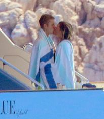 Justin Bieber kết thúc tình yêu ồn ào sau hơn 30 ngày hẹn hò