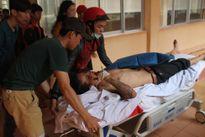 Đứng quay video, một thanh niên bị dí súng vào đầu, đánh nhập viện