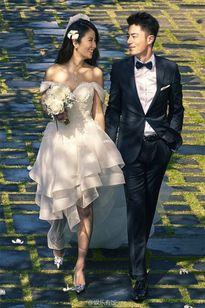 Những cặp 'cưới chạy bầu' hot nhất làng sao Hoa ngữ