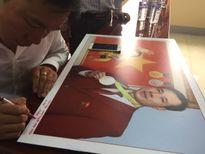 Hoàng Xuân Vinh tặng quà trẻ em hiếu học Bình Định