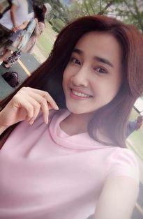 Sao Việt 23/9: Chi Pu uốn éo như cây kẹo, Hồ Quang Hiếu đón sinh nhật bên 'bạn gái tin đồn'