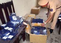 Thanh Hóa: Bắt giữ xe vận chuyển gần 1.000 bao thuốc lá lậu
