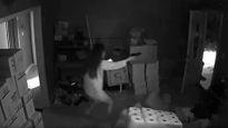 Cô gái lao ra khỏi giường, bắn hạ 3 tên trộm đột nhập vào nhà giữa đêm