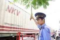 Người gác chắn đường ngang nhiệt tình, trách nhiệm với công việc