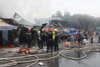 Cháy lớn chợ đêm 'làng đại học', nhiều người hốt hoảng tháo chạy
