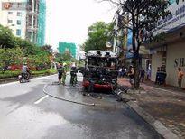 Hà Nội: Xe buýt đột ngột bốc cháy dữ dội, 20 hành khách hoảng loạn