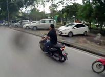 Thanh niên ngổ ngáo đánh võng, tạt đầu xe máy trên phố