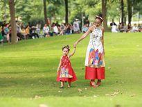 Khoảnh khắc đáng yêu của Đoan Trang bên con gái lai