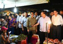 Thủ tướng đi chợ, kiểm tra rau quả