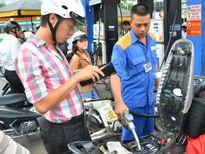 Mua xăng vào thứ Bảy được giảm 300 đồng/lít trong tháng 10