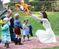 Ngắm những bức hình siêu đáng yêu của công chúa, hoàng tử 'nhí' nước Anh