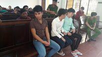 Nữ sinh méc bị trêu ghẹo, 3 thanh niên truy sát đẫm máu