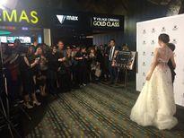 Ngọc Trinh gây ấn tượng mạnh với 'váy công chúa' tại LHP Việt ở Úc