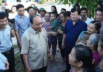 Thủ tướng thăm hỏi người dân khu tái định cư Thủy điện Sơn La