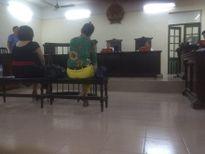 Phạt tù hai phụ nữ say rượu, cắn công an phường