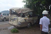 Xe đầu kéo va xe khách, hơn 10 người nhập viện
